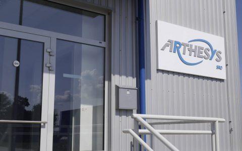 Kompozitný box a 3D logo komatex - Arthesys