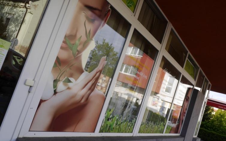 Polep okien a výkladov