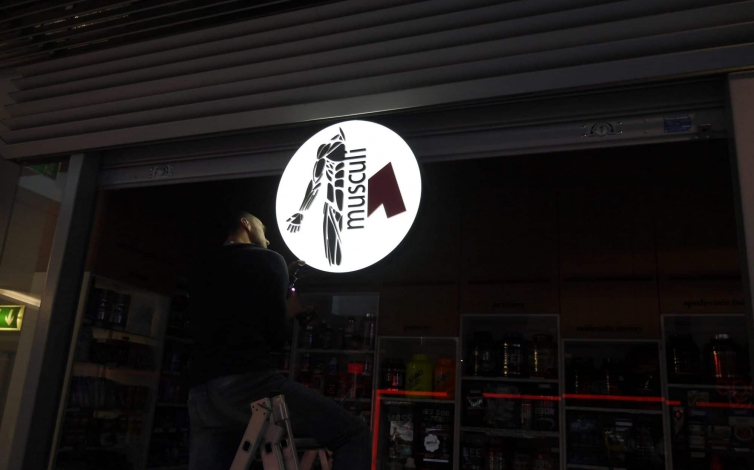 Výroba svetelnej reklamy, svetelné boxy a panely