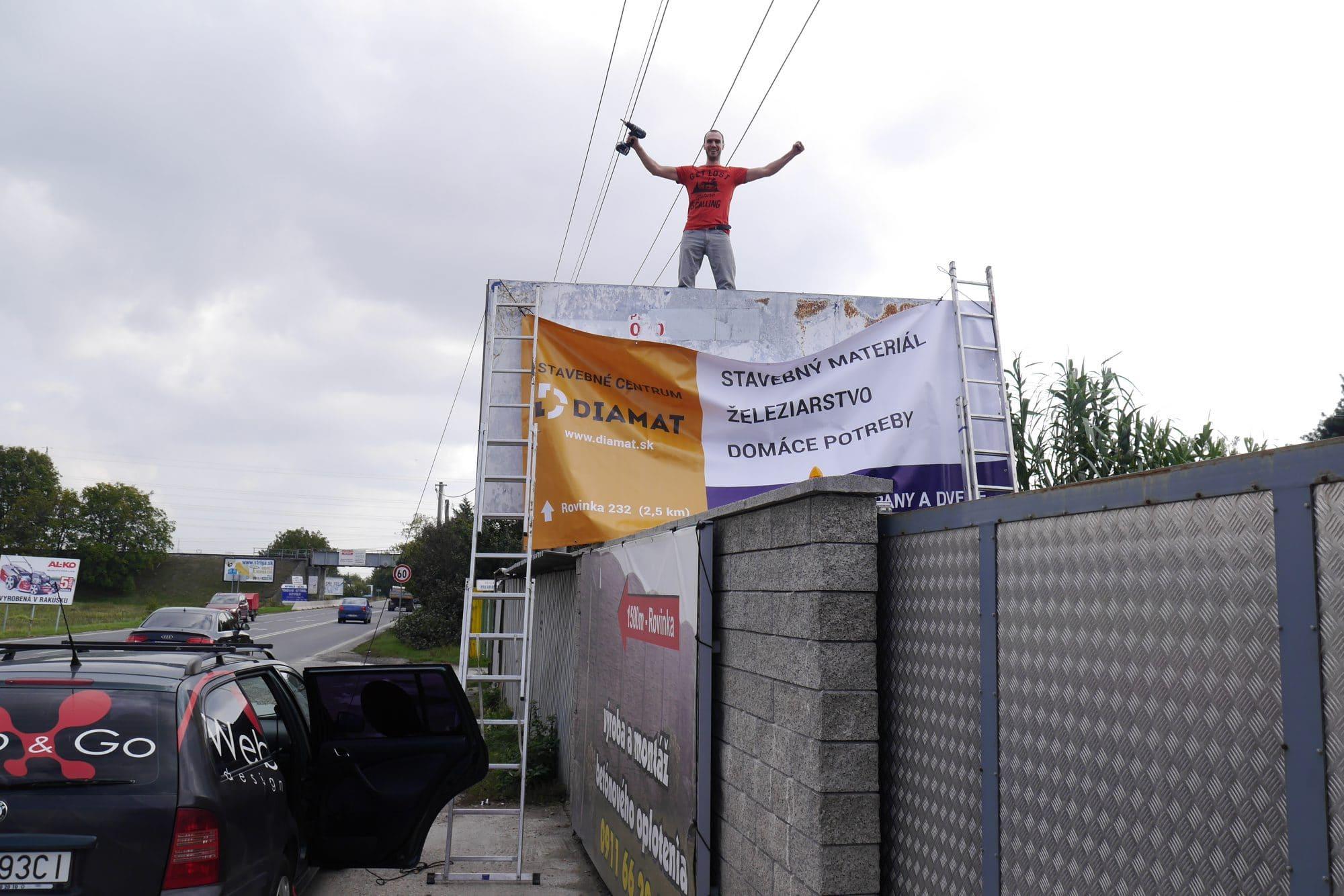 reklamná plachta na billboard