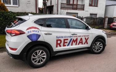 Samolepky na auto, polep auta - REMAX